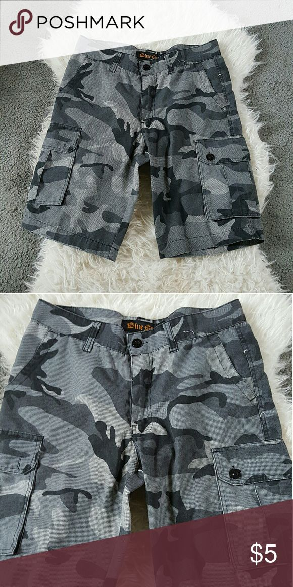 Men's Camo Shorts Trendy Men's camp shorts. Pockets on the sides, back and front. Excellent condition! Blue Gear Shorts