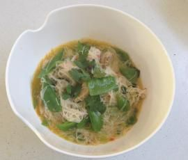 Recipe Lemon Grass & Chilli Soup with Vermicelli Noodles and Chicken by Astrid McCallum - Recipe of category Main dishes - meat