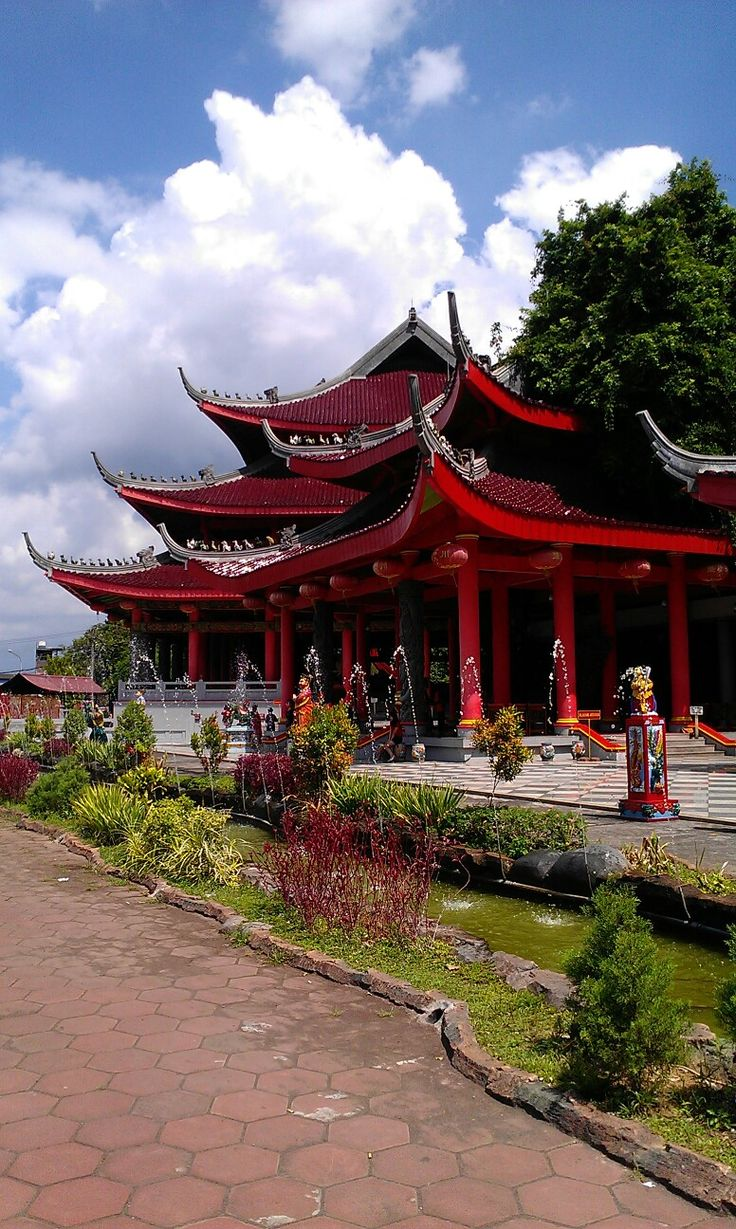Sam Poo Kong Temple, Semarang Indonesia <--Keliling Semarang paling pas pakai Becak.. :-)