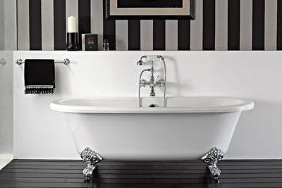 Baignoire sur pied, baignoire pattes de lion : 10 modèles tendance pour ma salle de bains - CôtéMaison.fr