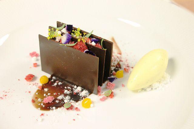 Chocolate Napoleon with White Chocolate Ice Cream | Flickr: Intercambio de fotos