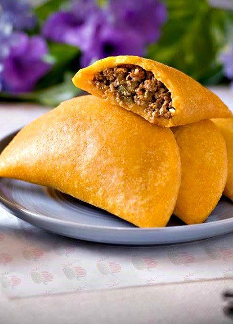 Empanadas plato de la gastronomía venezolana.Relleno variado. en este caso de carne molida
