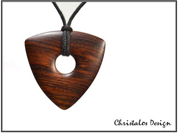 Holz Plektrum Anhänger aus Mopane-Holz gefertigt  Mopane Holz Plektrum Anhänger, von hand gefertigt. Originalbild  Größe 32x32x32mm, Dicke 3, 2mm  Halskette, gewachste Akkord 90cm    Kostenloser Versand weltweit