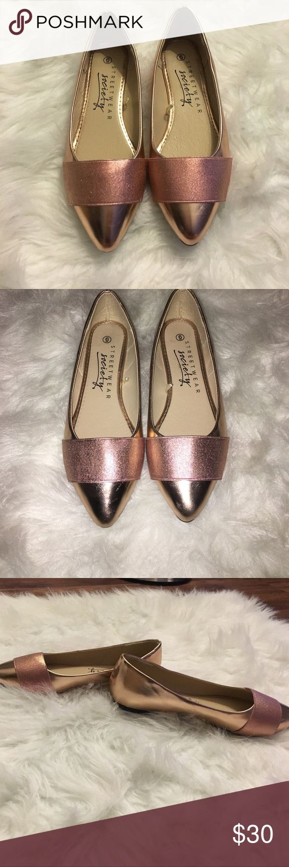 Rose Gold Flats Brand New 🌟Beautiful Rose Gold Flats 🌟BRAND NEW- DOES NOT COME WITH BOX 🌟Beautiful rose gold color-pictures do not do these shoes justice😍 🌟Padded insole Shoes Flats & Loafers