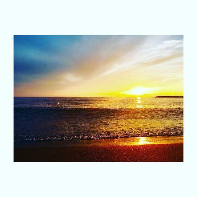 【yhrmokomoko】さんのInstagramをピンしています。 《最高に綺麗 #夕日 #海 #sea #景色 #綺麗 #田舎 #最高 #自然》