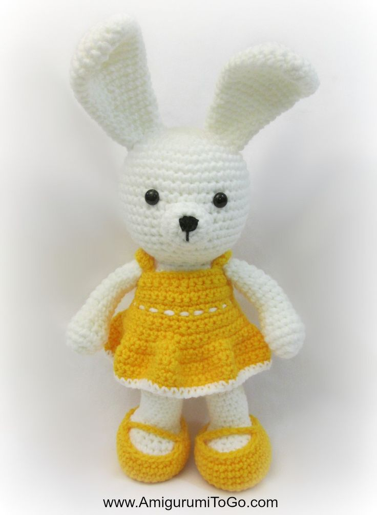 Bunny with Dress - Free Amigurumi Pattern and Video Tutorial here: http://www.amigurumitogo.com/2015/03/Spring-Time-Dress-Me-Bunny.html Dress and Shoes here: http://www.amigurumitogo.com/2015/03/Yellow-Spring-Dress-Easy-Crochet.html?utm_source=feedburner&utm_medium=feed&utm_campaign=Feed:+AmigurumiToGo+%28Amigurumi+To+Go!%29