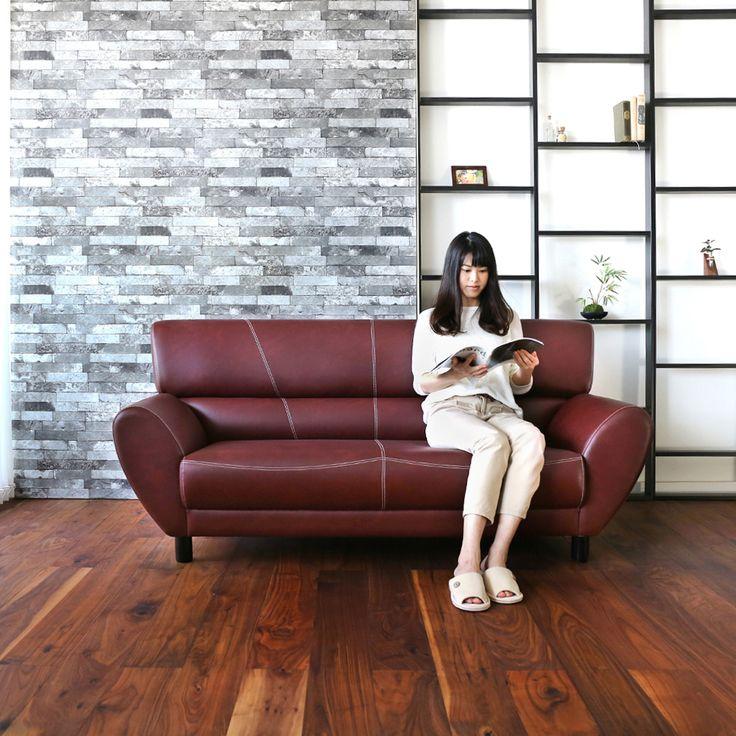 宮田産業  LINDA リンダ まるで美術館、そこに隠された機能美。 上質のソファと言っても、デザインも素材も様々。 ましてやソファは数ある家具の中でも目利きが必要なものの一つ。 今回おススメするのはお手入れのしやすい合成皮革。  何十年も業界で多くの布地を見てきた職人がイチオシのソフトレザーを使用。 本皮と見間違う色、艶、軟らかい肌触りの高品質ソフトレザーで、本物志向のお客様にも納得いただける仕上がりで、どこから見ても隙がありません。