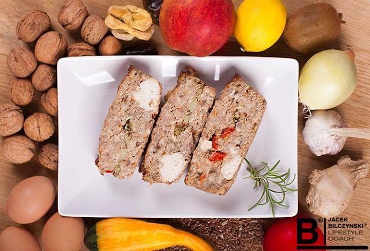 Przygotowaliśmy dla Was zdrową, pełnowartościową zapiekankę. Można serwować ją jako obiad, dodać sos pomidorowy lub jogurtowy, a nawet zabrać w plastikowym pojemniku i spożyć na zimno.  Przepis na: https://www.facebook.com/photo.php?fbid=747341828613404&set=a.278379078843017.86815.275301652484093&type=1&relevant_count=1&ref=nf