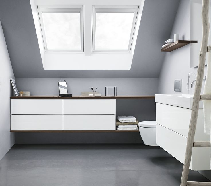 Create more space with a wall-to-wall solution. Combine two drawer modules with a counter top in a contrast colour at the top and at the bottom.