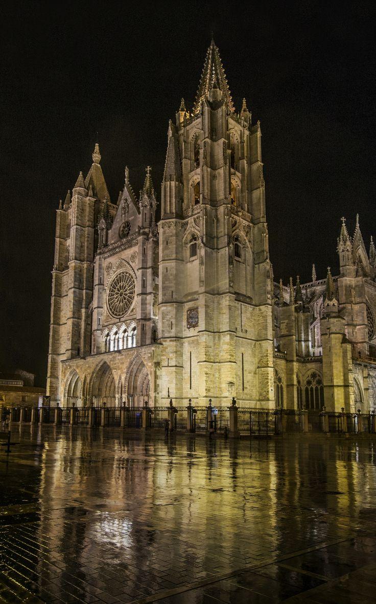 https://flic.kr/p/mELRW1   Catedral, noche de lluvia.