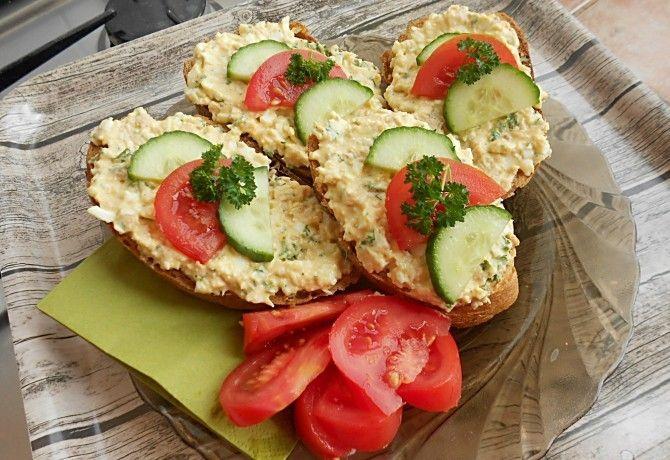 Tojásos-tonhalas szendvicskrém recept képpel. Hozzávalók és az elkészítés részletes leírása. A tojásos-tonhalas szendvicskrém elkészítési ideje: 30 perc