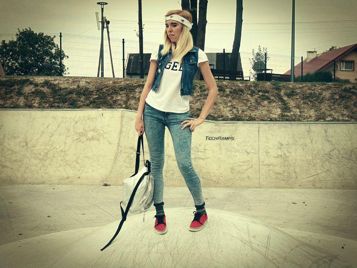 Kamizelka- Alive Sports Wear Bluzka-  New Look GENERATION Spodnie rurki-Moto Buty-Vans   Dodatki: Bandana: Adidas Plecak: Atmosphere