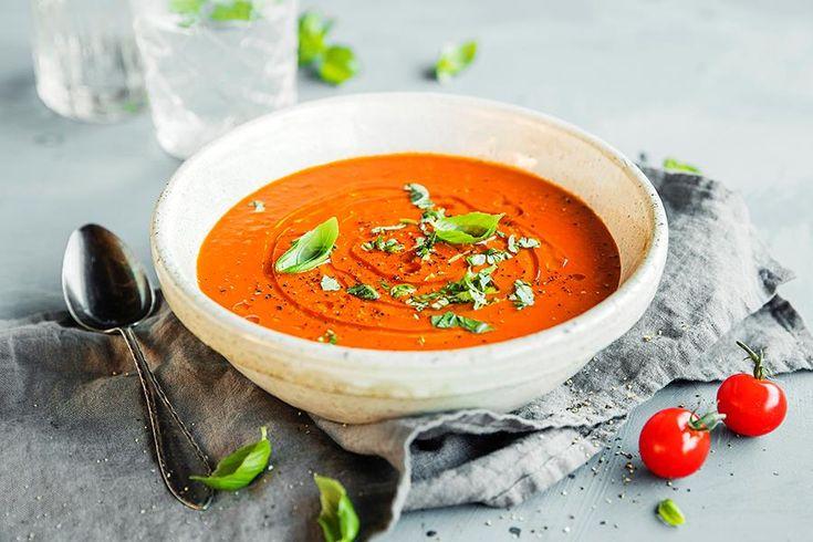 Det er ikke vanskelig å lage hjemmelaget tomatsuppe. Oppskrift på verdens beste tomatsuppe med fyldig smak av søte tomater.
