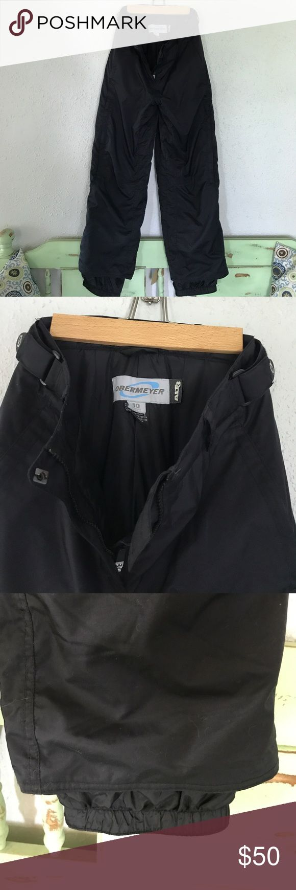 Obermeyer alt3 ski pants Obermeyer black size 10 women's ski pants. Zipper front pockets and Velcro back pockets. Zippers on sides of ski pant legs. Great condition. Obermeyer Other