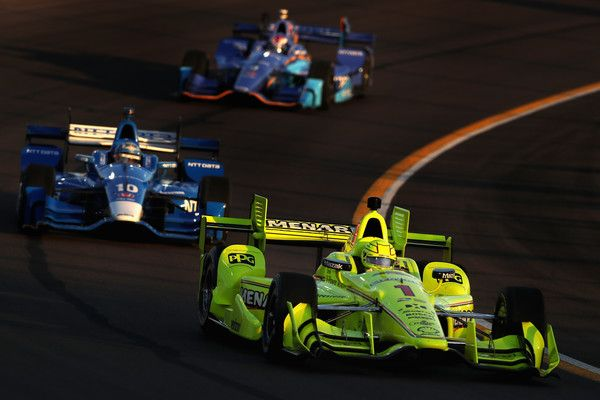 Simmon Pagenaud of France, driver of the #1 Team Penske Chevrolet leads Tony Kanaan of Brazil, driver of the #10 Chip Ganassi Racing Honda during the Desert Diamond West Valley Phoenix Grand Prix at Phoenix International Raceway on April 29, 2017 in Avondale, Arizona.