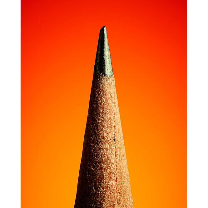 東京・神宮前〈ポール・スミス スペース ギャラリー〉にて、もっともシンプルな筆記用具「鉛筆」や、その美しく魅力的なディテールを写真に収め展示する展覧会「THE SECRET LIFE OF THE PENCIL」がスタートする。