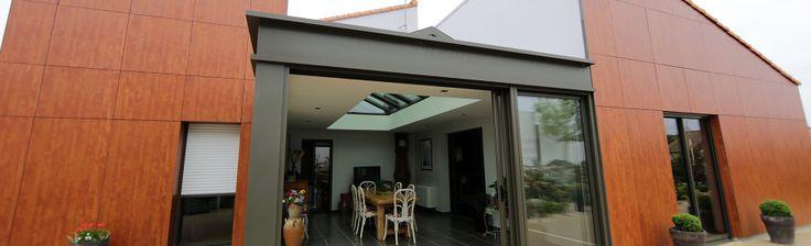 extanxia, véranda concept alu, vue extérieur avec bardage bois et salle à manger