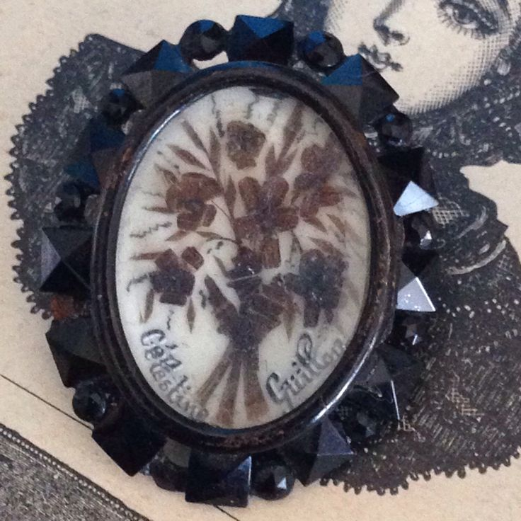 Le chouchou de ma boutique https://www.etsy.com/fr/listing/399684959/antique-french-victorian-mourning-hairs