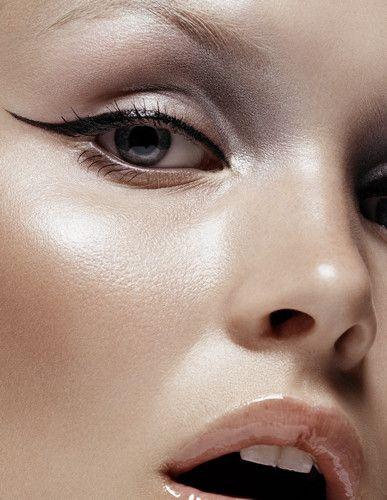 gloss lip + cat eye