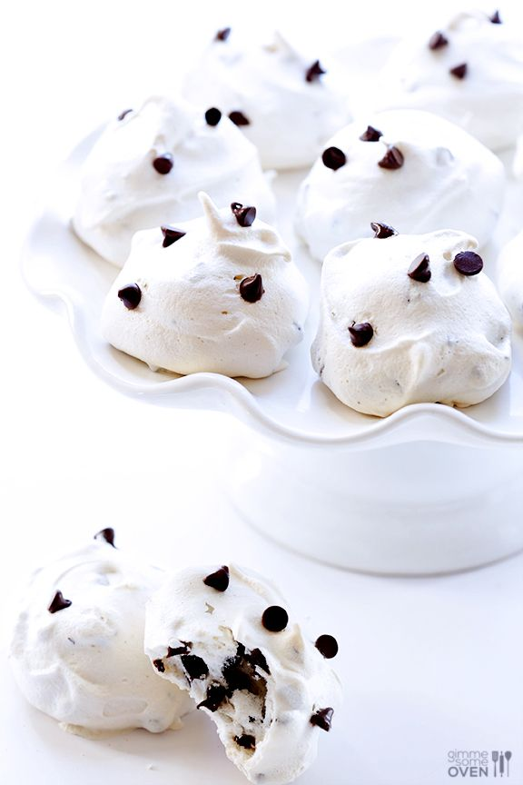 These Chocolate Chip Meringue Cookies are simple to make, super delicious, and only 35 calories each! | gimmesomeoven.com