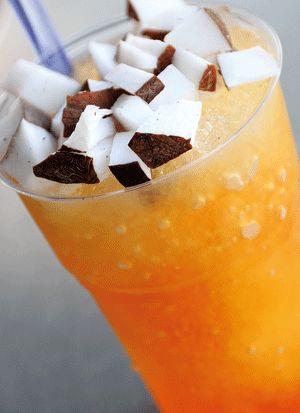 La GRATTACHECCA è un alimento rinfrescante tipico della città di Roma. È preparato con ghiaccio grattato a neve al quale vengono aggiunti uno o più sciroppi o succhi di frutta.