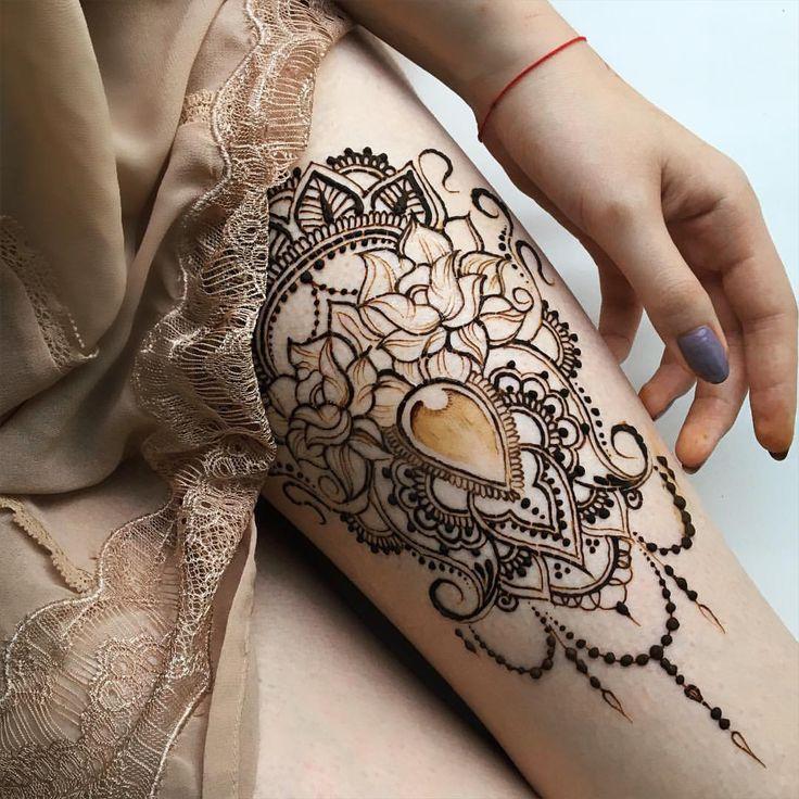 За все время моего увлечения мехенди, ни разу не рисовала дважды один и тот же дизайн. С чего сделала вывод, что татуировка мне бы совсем не подошла, надоела бы наверняка. А вы бы хотели тату, особенно в стиле мехенди?✨#henna #heena #hennaart...