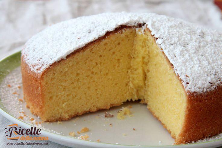 La torta degli angeli è un ciambellone molto soffice ideale da inzuppare nel latte per la prima colazione oppure come merenda, se avete provato il nostro c