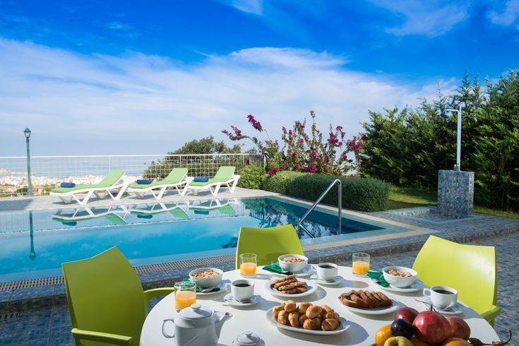 Enjoy your private deluxe pool in Koutouloufari