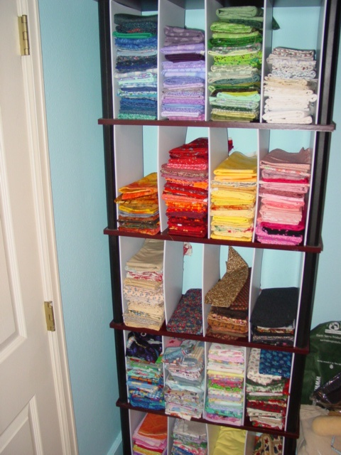 ideas for storing fabric: Clean Organizations, Fabrics Storage, Quilts Fabrics, Fabrics Organizations, Quilts Ideas Sewing, Stores Fabrics, Studios Ideas, Home Org Ideas, Organizations Products