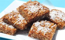 Try this easy recipe that takes the classic Anzac biscuit and turns it into a slice that uses the same delicious oats, coconut and golden syrup.