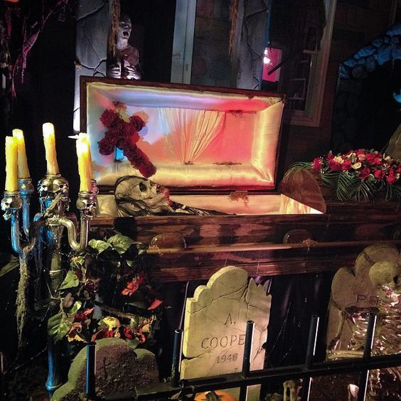 great funeral scene halloween coffinhalloween