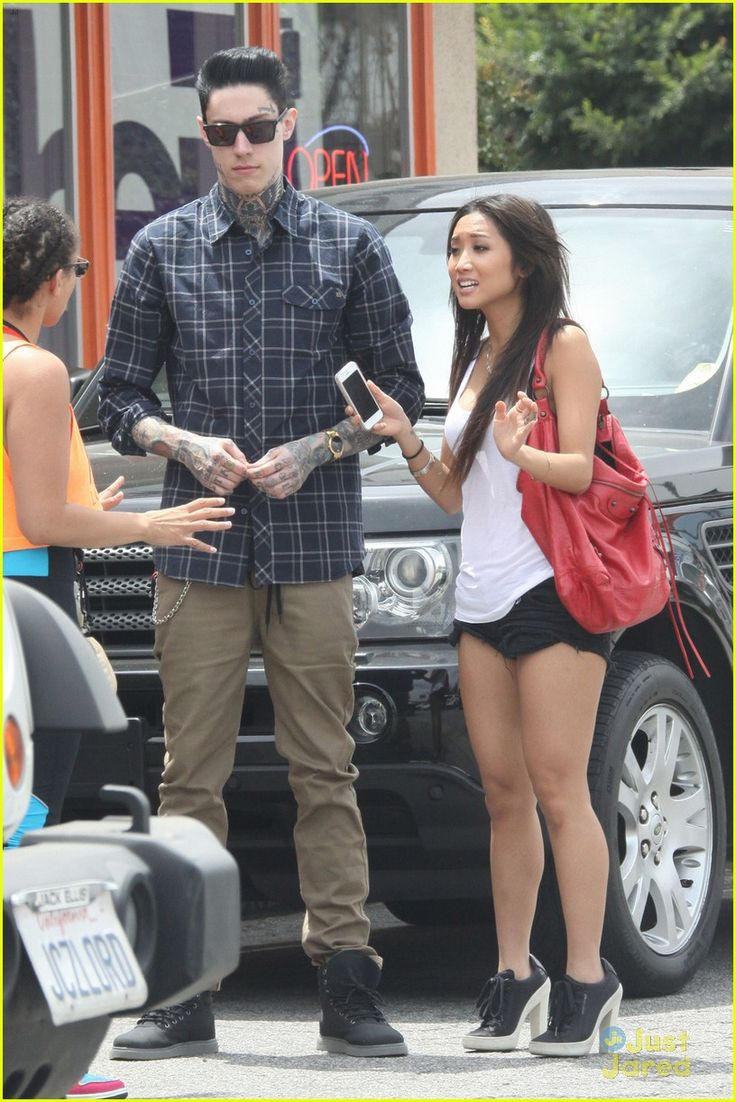 Brenda Song & Trace Cyrus: Sushi Lunch Duo! | brenda song trace cyrus sushi lunch duo 05 - Photo