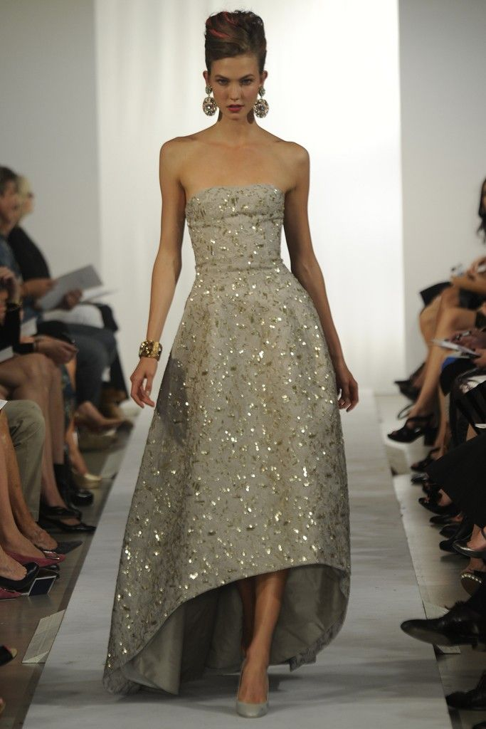 If I were a princess I would wear this. Oscar de la Renta RTW Spring 2013  Photo by Giovanni Giannoni