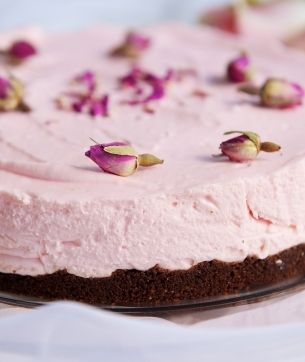 Turkish Delight Cheesecake - this recipe has a chocolate base, but i think an almond base with the rose cheesecake filling would be lovely!