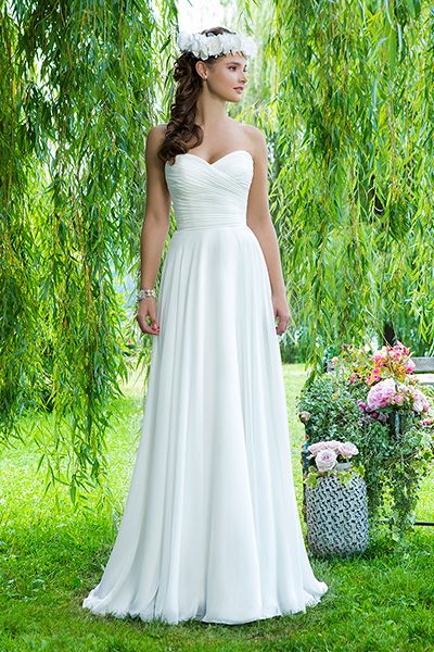 Wedding gown by Sweetheart.Check out more gorgeous dresses in our Sweetheart gown gallery ►
