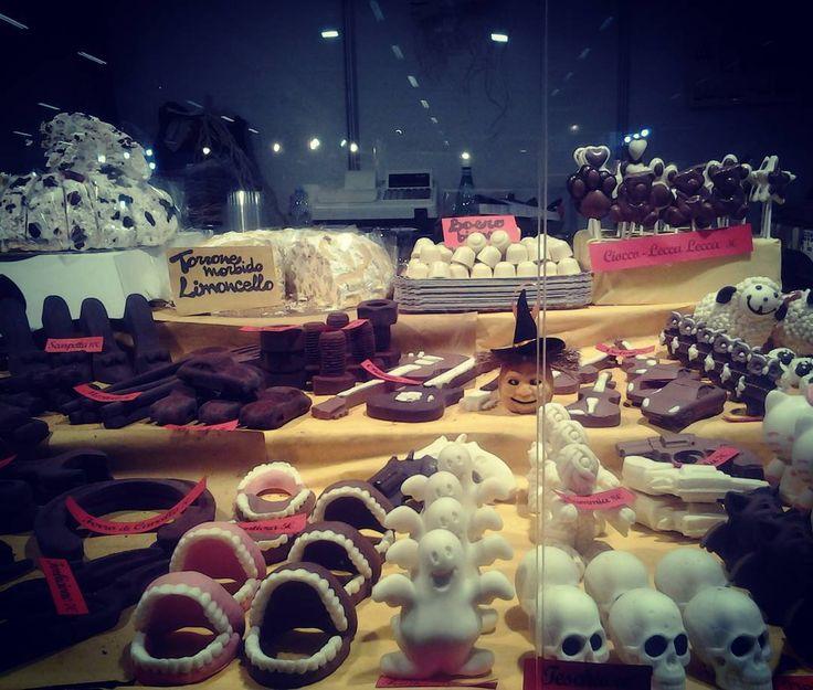 Festeggia #halloween con noi a #mostrartigianato ! #chocolate #chocolart #food #cibo #cioccolato #italiamfood #mostrart2015