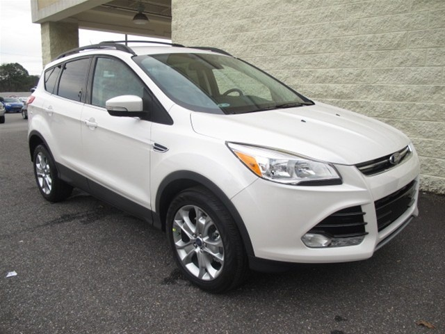 Paramount Valdese, New 2013 Ford Escape SEL, White