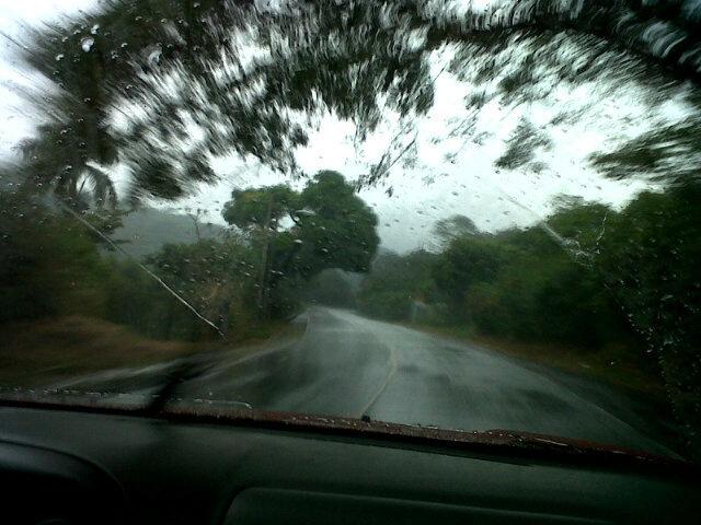 Reporta @guillobarza05 Clima con lluvia fuerte en carretera de Salcoatitan a Sonsonate en ruta de las flores