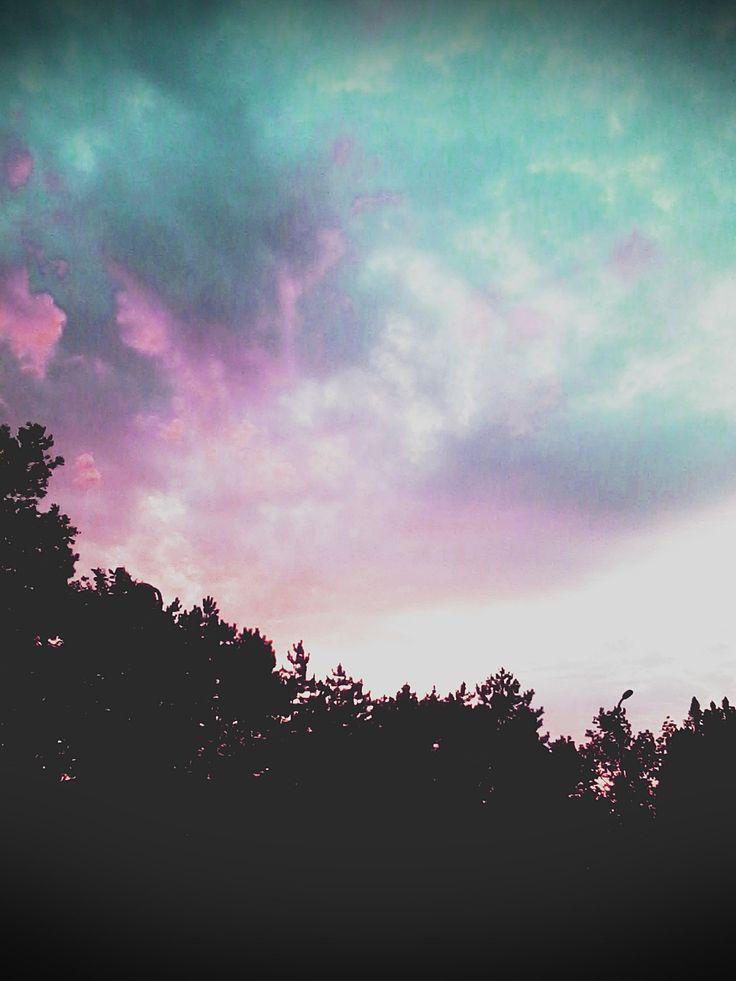 Az ég kék......a felhő rózsaszín ;)