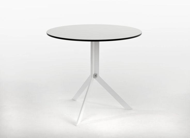 Praktyczny stół owalny z kolekcji Riva