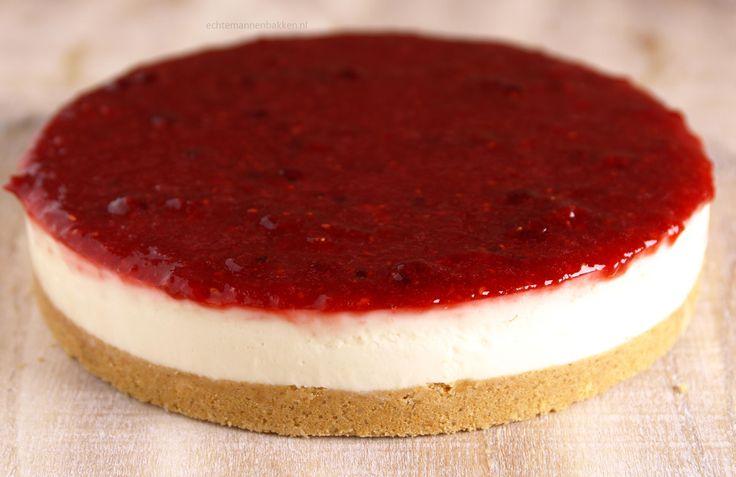 Vandaag deel ik mijn recept voor deWitte Chocoladetaart met Rood Fruitgelei. Ik vind taarten op basis van een bavarois erg lekker, jammer genoeg maak ik ze niet zo vaak iets…