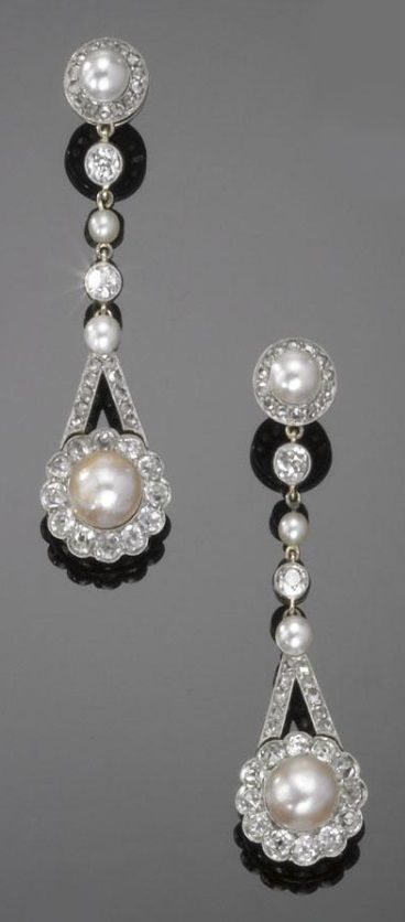 A PAIR OF ANTIQUE GOLD, DIAMOND AND CULTURED PEARL PENDANT EARRINGS, 1900S. #antique #earrings