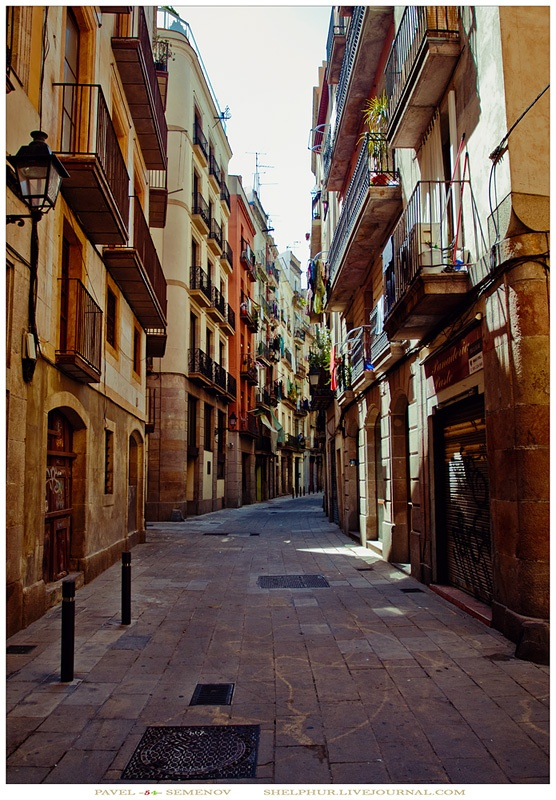 somewhere in Ciutat Vella, Barcelona, Spain. One of my most favorite places on earth. <3