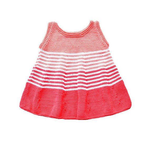 e837055d4 Vestido bebé niña de punto. Vestido bebé coral y blanco. Vestido bebé verano.  Ropa bebé algodón. Vestido bebé playero. Regalo bebé niña.