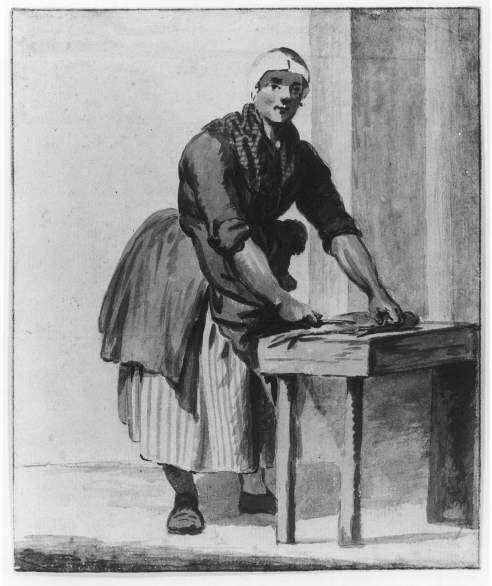 Negentiende-eeuwse Scheveningse dracht. Een vissersvrouw snijdt vis op een tafel in een interieur. Ze draagt een muts, een geruite halsdoek, laaguitgesneden jak, gestreepte rok met opgebonden schort, kouden en schoenen. 1900 aquarel #ZuidHolland #Scheveningen