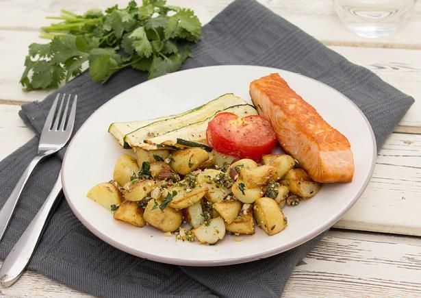 Receptenarchief Zalm met tomaat, courgette uit de oven en krieltjes met amandel-dukkah met kruidige dukkah van citroen, koriander, knoflook en komijnzaad Recept