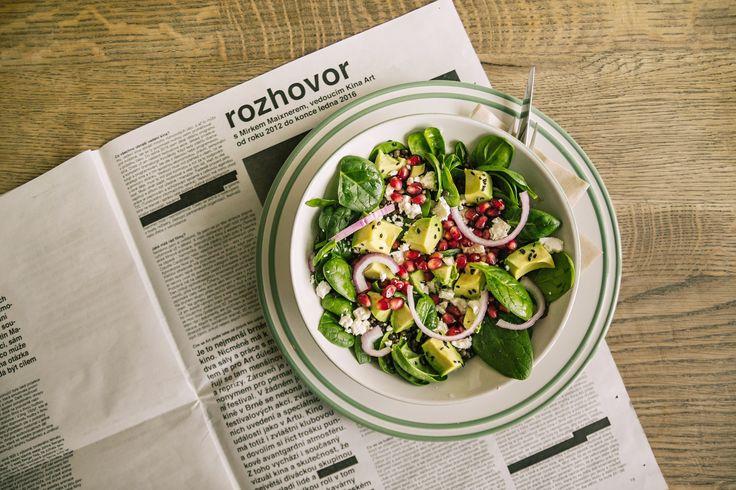 Avocado salad | food | meal | lunch | newpapers | cafe | SKØG Urban Hub | Brno