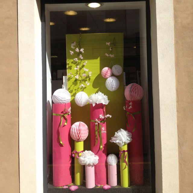Les 25 meilleures id es de la cat gorie vitrine magasin sur pinterest th me pour windows - Decoration vitrine printemps ...