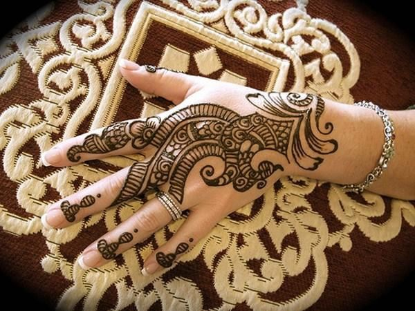 Trend Of Mehndi Stalls On Eid Ul Fitr | Fashion Central Blog #mehndidesigns #mehandidesigns #mehndi