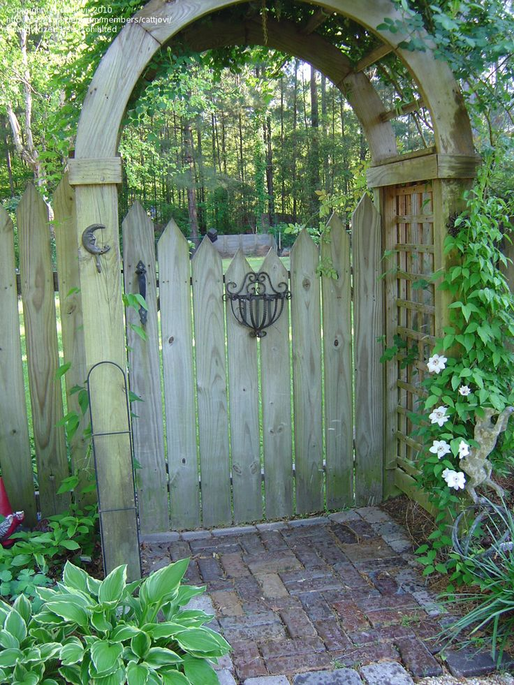 86 best images about vegetable garden ideas on pinterest for Gate arbor plans